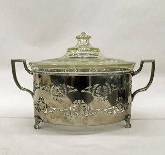 Engraved Pyrex Casserole with Lid and Holder