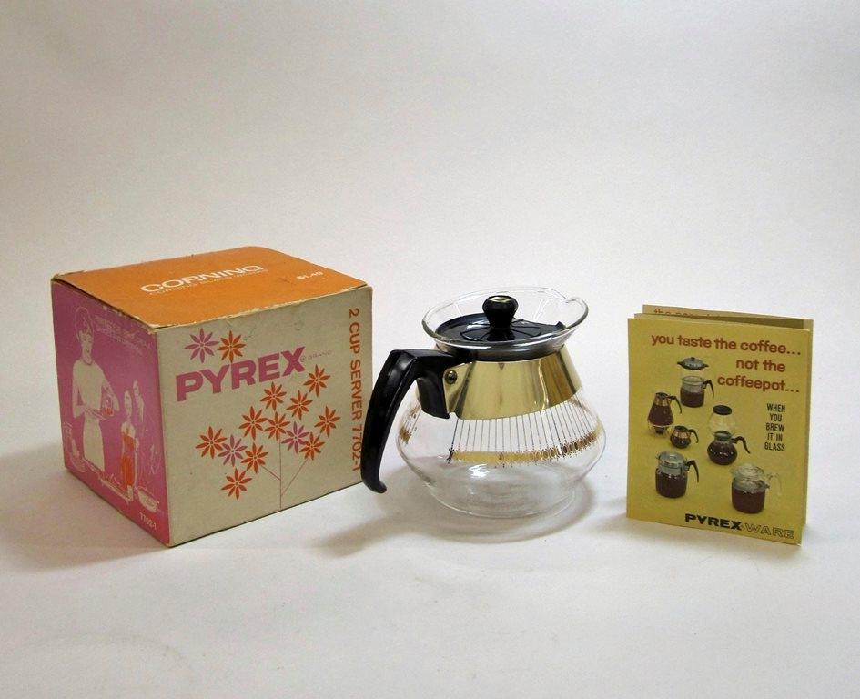 Pyrex 2 Cup Server in Original Box