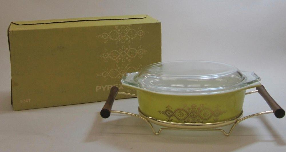 "Pyrex ""Gold Wreath"" 1-1/2 Quart Casserole with Cradle in Original Box"
