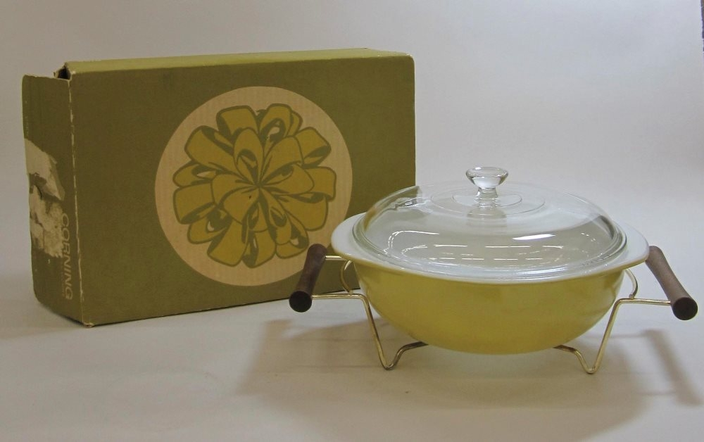 "Pyrex ""Pineapple"" 2 Quart Casserole with Cradle in Original Box"
