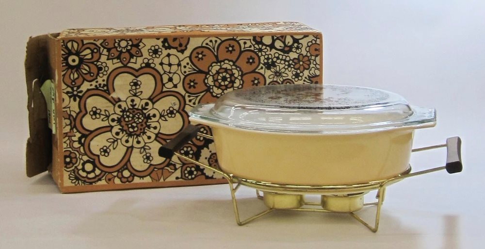 Pyrex 2-1/2 Quart Casserole with Cradle in Original Box