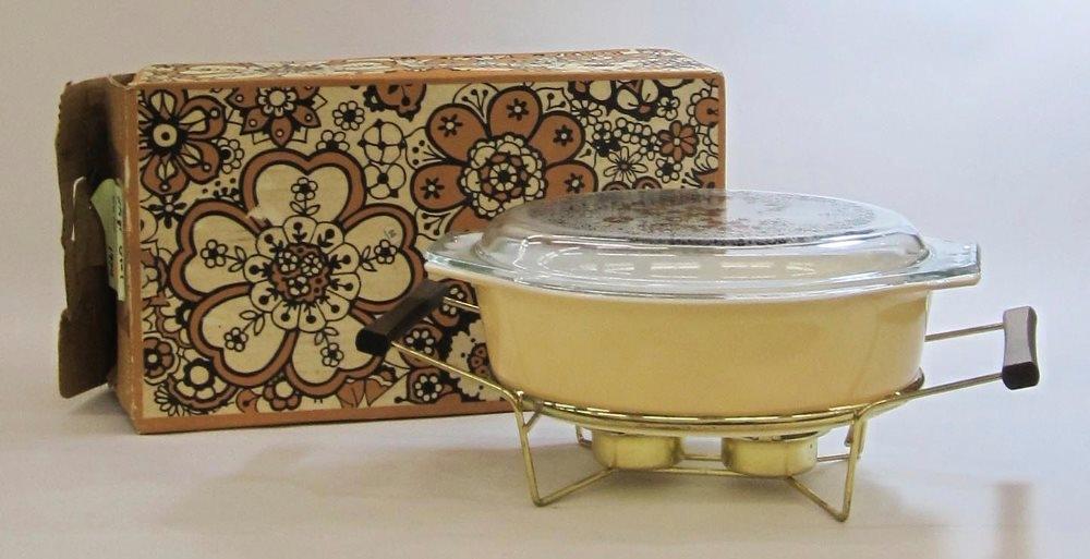 Pyrex 2-1/2 Quart Casserole with Cradle in Original Box