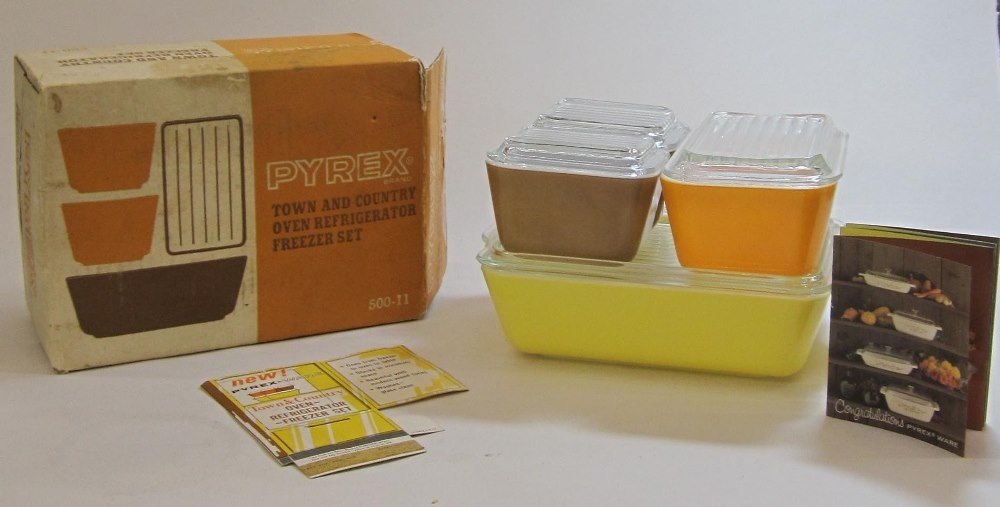 """Pyrex """"Town and Country"""" Oven/Refrigerator/Freezer Set in Original Box"""