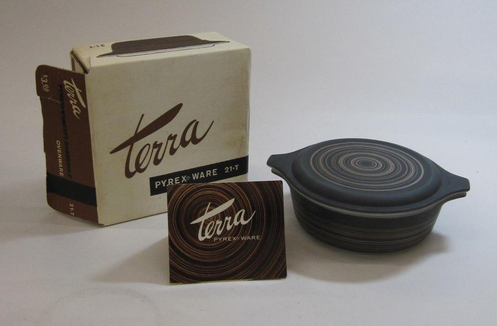 "Pyrex ""Terra"" 1 Pint Casserole with Lid in Original Box"