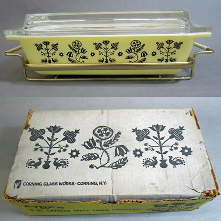 "Pyrex ""Embroidery"" Space Saver Casserole with Lid and Carrier"