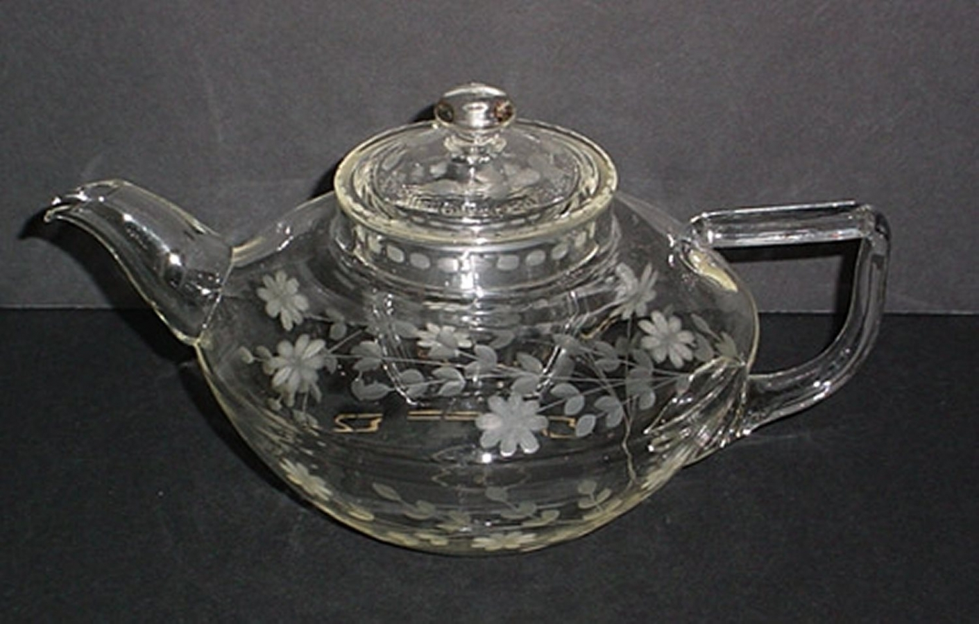 """Spray"" Engraved Pyrex Squat-shaped Teapot with Lid"