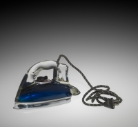 Silver Streak Pyrex Electric Iron