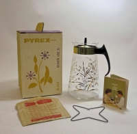 Pyrex Beverage Server in Original Box