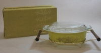 "Pyrex ""Gold Wreath"" 1-1/2 Quart Casserole with Cradle in Original Box"