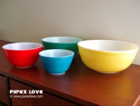 Primary Color Bowls. Photo via Pyrex Love.