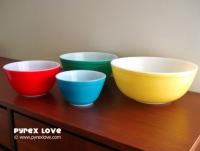 Primary Color Bowls. Photo via Pyrex Love.